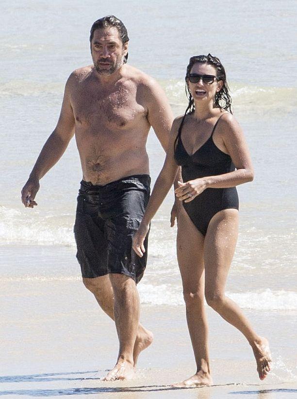 Испанка в купальнике: Пенелопа Крус отдыхает на пляже