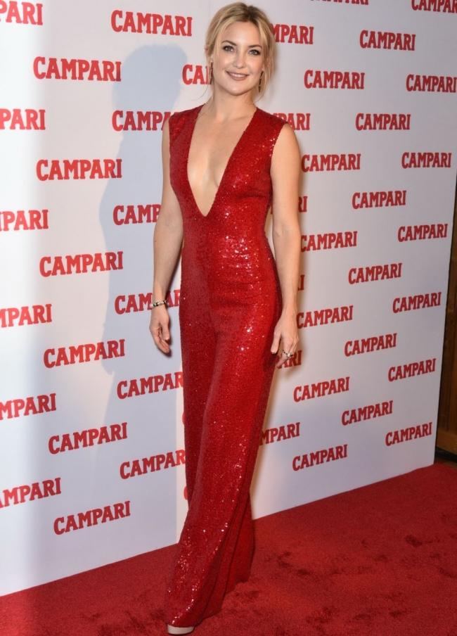 Образ дня: Кейт Хадсон в комбинезоне Naeem Khan на презентации Campari