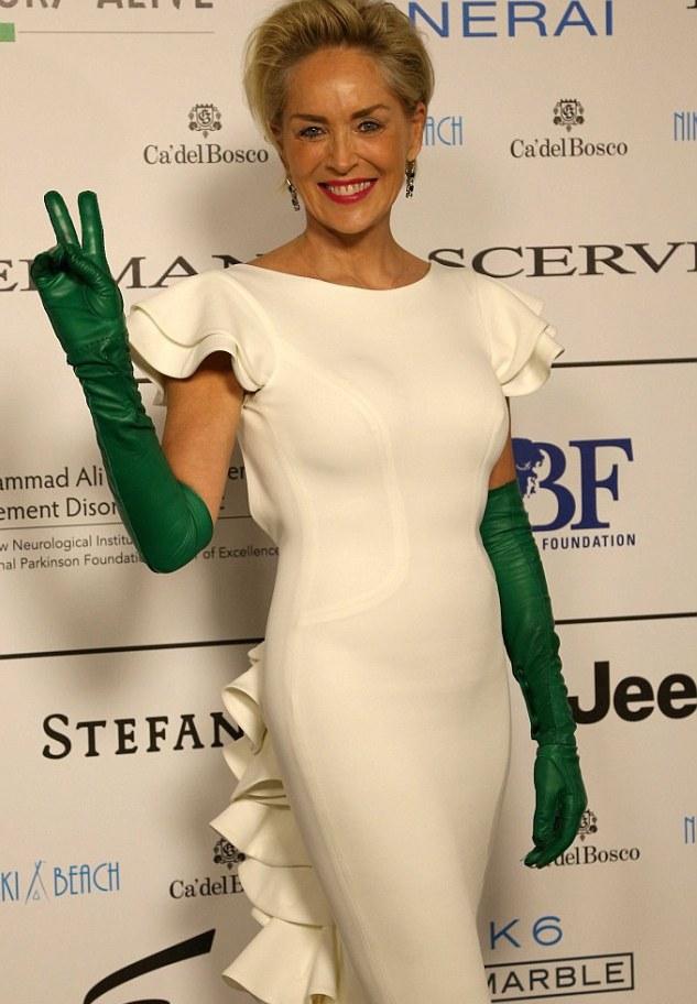 Шэрон Стоун удивила общественность странным сочетанием в одежде
