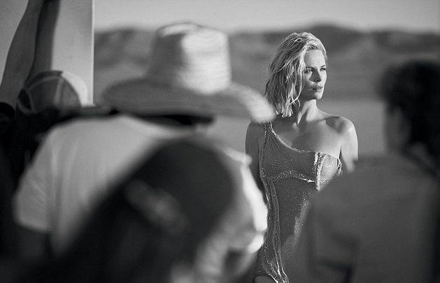 Шарлиз Терон покорила красотой в потрясающей рекламе парфюма от Dior (ФОТО)