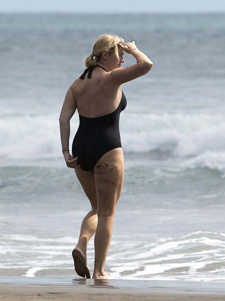 Кейт Уинслет шокировала фигурой в купальнике