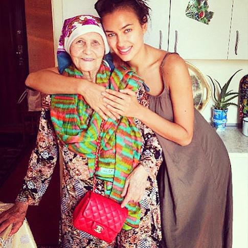 Ирина Шейк сделала татуировку в честь своей русской бабушки