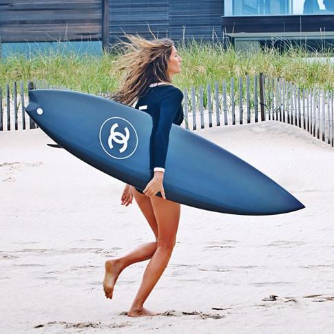 Мисс длинные ноги Жизель Бундхен в рекламе Chanel 5