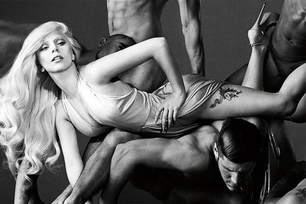 Эпатажная Леди Гага представляет сексуальный аромат без пола