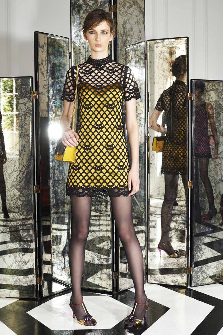 Рианна в наряде от Marc Jacobs: безвкусно и пестро.
