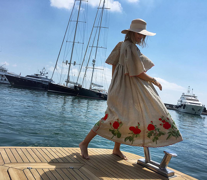 Гарна дівчина: Ксения Собчак покрасовалась в вышиванке