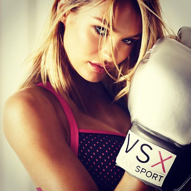 Чтобы поддерживать свою фигуру в тонусе, Кэндис очень много занимается фитнесом. Из ее любимых видов фитнес – пилатес, йога, стретчинг и… бокс!