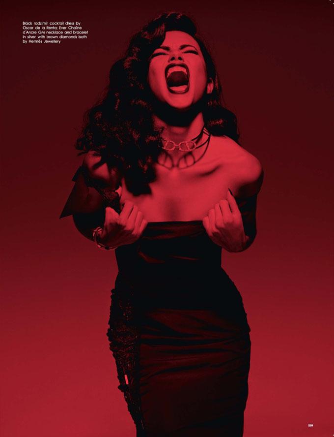 Сто процентов страсти: леди-вамп Адриана Лима в фотосессии для LOVE Magazine
