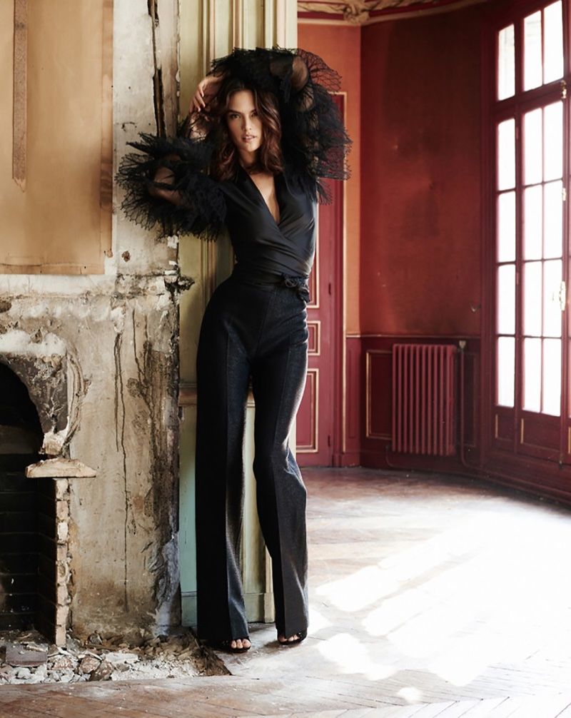 Горячая штучка: Алессандра Амбросио позирует в романтических образах для Glamour Spain фото