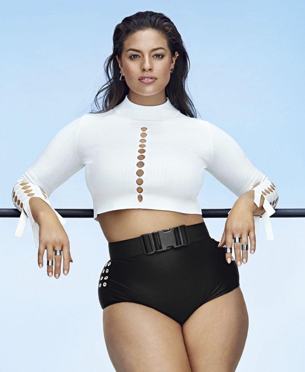 Модель plus-size Эшли Грэм показала пышные формы в фотосете для фитнес-глянца (ФОТО)