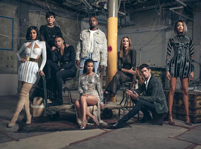 Ким Кардашьян и Кэни Уэст, Кайли и Крис Дженнер, Синди Кроуфорд и другие звезды примерил наряды Balmain