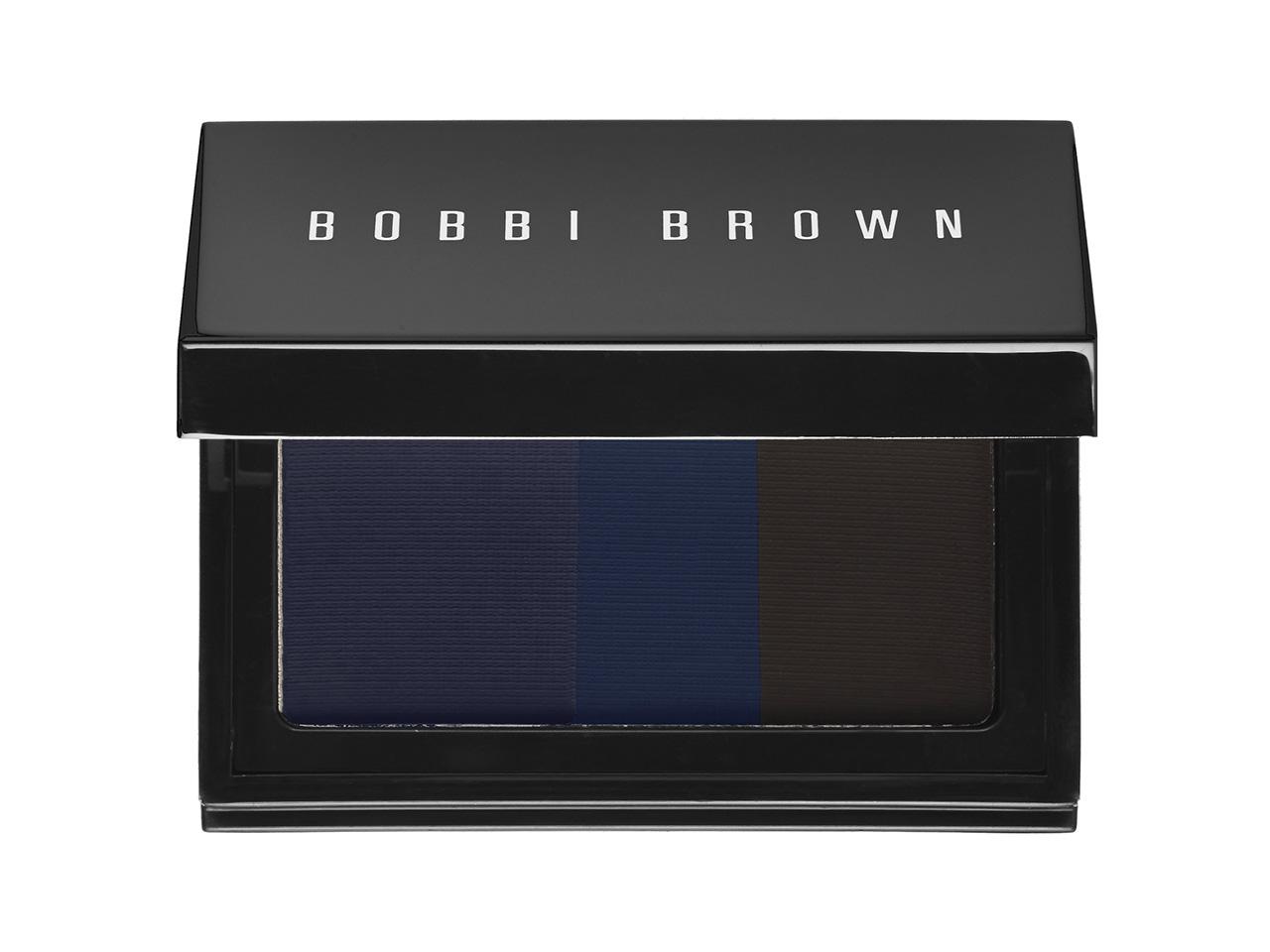 Палетка для век Bobbi Brown Intense Pigment Eyeliner, цена $36 Не имеет значения, какой макияж ты предпочитаешь – легкий, с мягкими оттенками и градиентом или насыщенный, с актуальными в этом сезоне темными smoky eyes, палетка Bobbi Brown Intense Pigment Eyeliner – удовлетворит любое твое желание! Палитра включает 3 оттенка, которые можно носить как по отдельности, так и смешивая друг с другом. Формула отличается высокой пигментированностью и стойкостью – для того, чтобы сделать модные smoky, тебе достаточно нанести на веки капельку продукта  - оттенки безупречно растушевываются и сливаются в потрясающую дымчато-синюю комбинацию.   Available online at nordstrom.com.   Палетка для макияжа Stila A Whole Lot Of Love Set, цена $59 Эта рождественская палетка для макияжа содержит все, классические и самые востребованные оттенки марки Stila, с помощью которых ты сможешь выполнить любой макияж – от естественного до вечернего. Комбинация из 20 оттенков теней (нейтральные матовые и с шиммером, а также высокопигментированные яркие оттенки), 4 оттенка румяна, и deluxe-размер новой туши для ресниц от Stila – в качестве бонуса!   Бальзам для зоны вокруг глаз Caudalie Resveratrol Lift Eye Lifting Balm, цена $62 Новый охлаждающий бальзам для глаз содержит мощный антиоксидант – ресвератрол, добытый из винограда. Этот чудо-компонент занижает и восстанавливает чувствительную кожу вокруг глаз. Формула новинки направлена на борьбу со свободными радикалами, а также регенерацию уже поврежденных клеток кожи, плюс на активацию выработки эпидермисом собственной гиалуроновой кислоты. Бальзам можно использовать и вокруг губ и в зоне носогубных складок – чтобы предотвратить появление морщин и сгладить имеющиеся.
