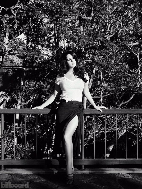 Давно не виделись: чувственная Лана Дель Рей в съемке для журнала Billboard