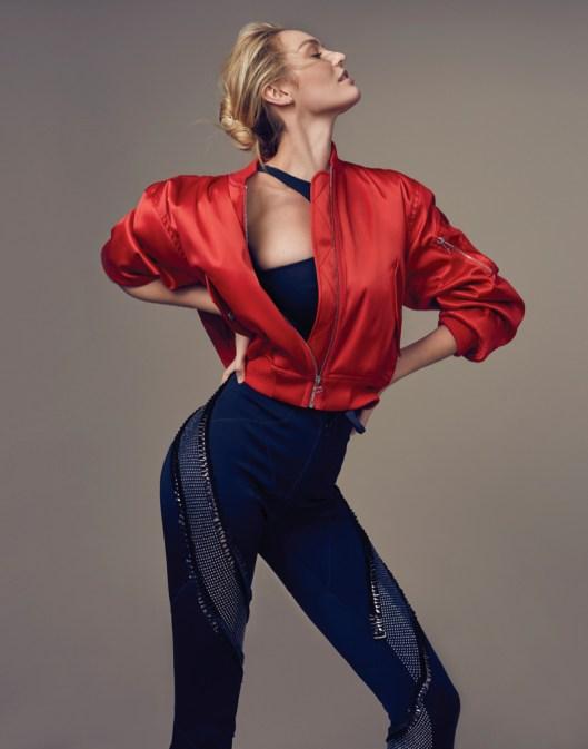 Кэндис Свейнпол примерила образы в стиле sport chic фото