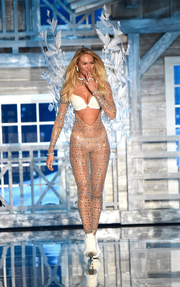 Костюмы ангелов Victoria's Secret и наряды Бритни Спирс: найдите хоть одно отличие!