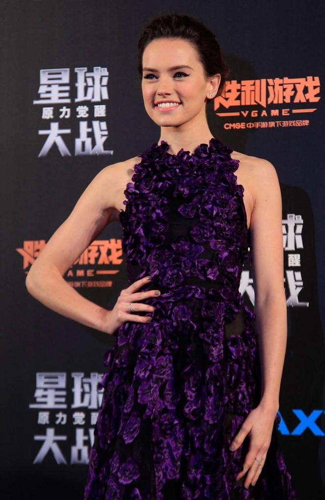 """Образ дня: звезда """"Звездных войн"""" Дэйзи Ридли в платье Jason Wu"""