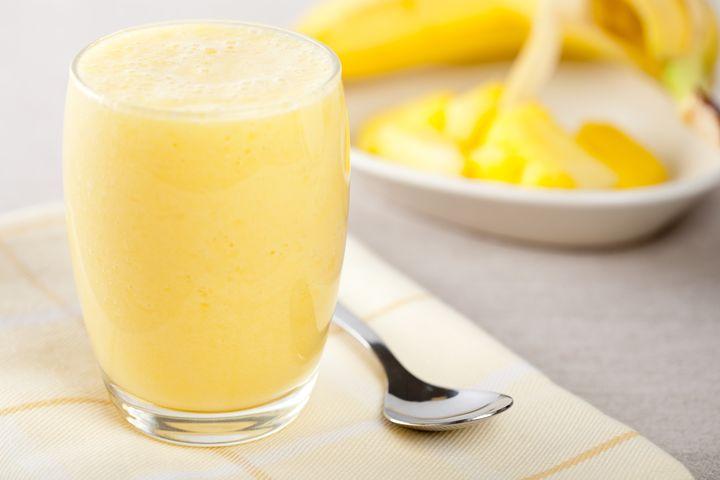 Рецепты соков для детокса: бананово-яблочный фреш на основе йогурта