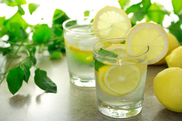 Как научиться пить воду с утра натощак?