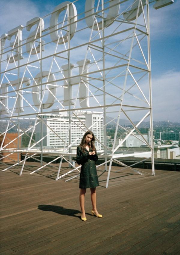 Эмили Ратаковски снялась в необычной для себя фотосессии (ФОТО)