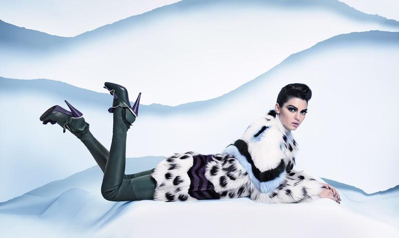 Как мальчик: Кендалл Дженнер примерила необычный образ в новой рекламной кампании Fendi