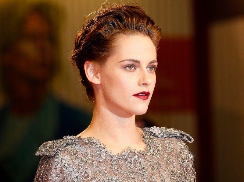 Мастер-класс: как повторить макияж Кристен Стюарт с красной дорожки Венецианского кинофестиваля?