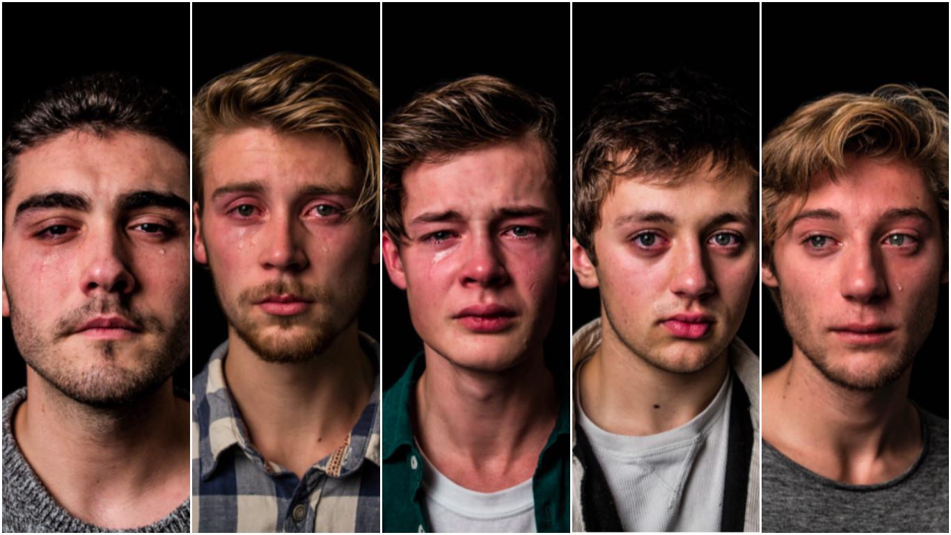 Слабый сильный пол: зачем мужчины разрыдались перед фотографом?