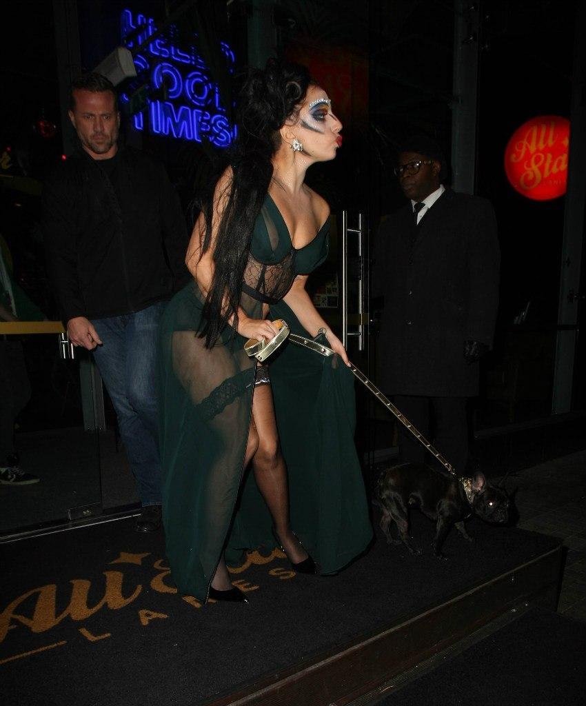 Леди Гага шокировала странным макияжем