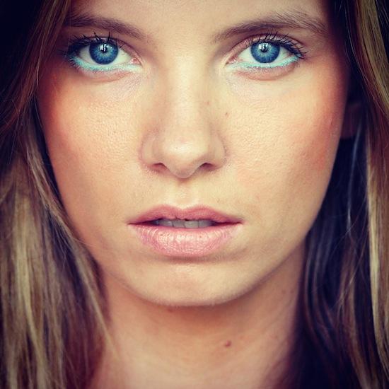 Ультрамариновые стрелки - яркий макияж на каждый день