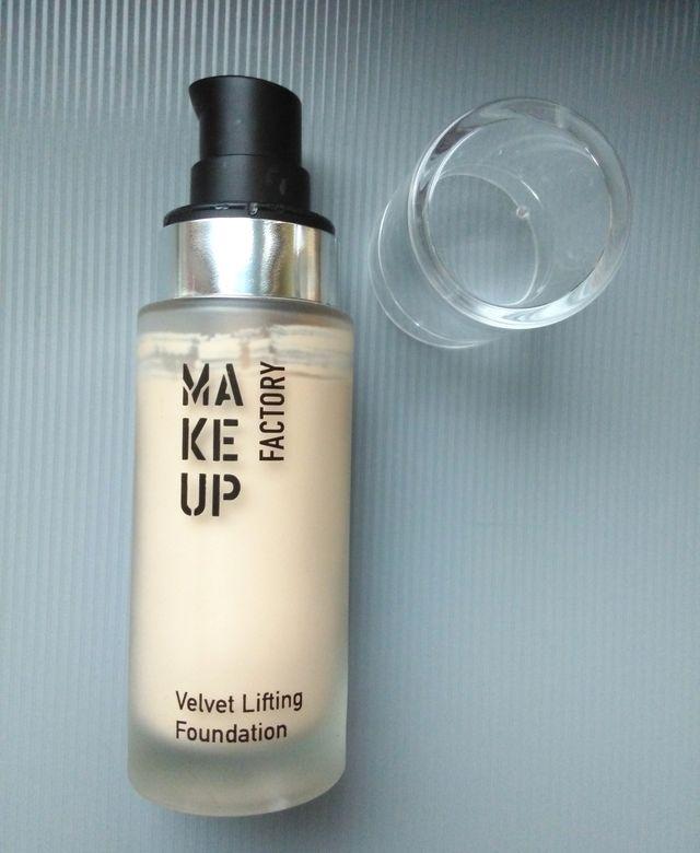 Зимняя помощница - основа Make up Factory Velvet lifting foundation