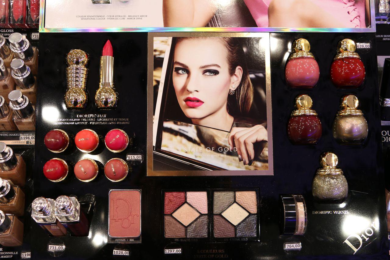 Золото, елочные игрушки и вино: обзор рождественской коллекции Dior 2015