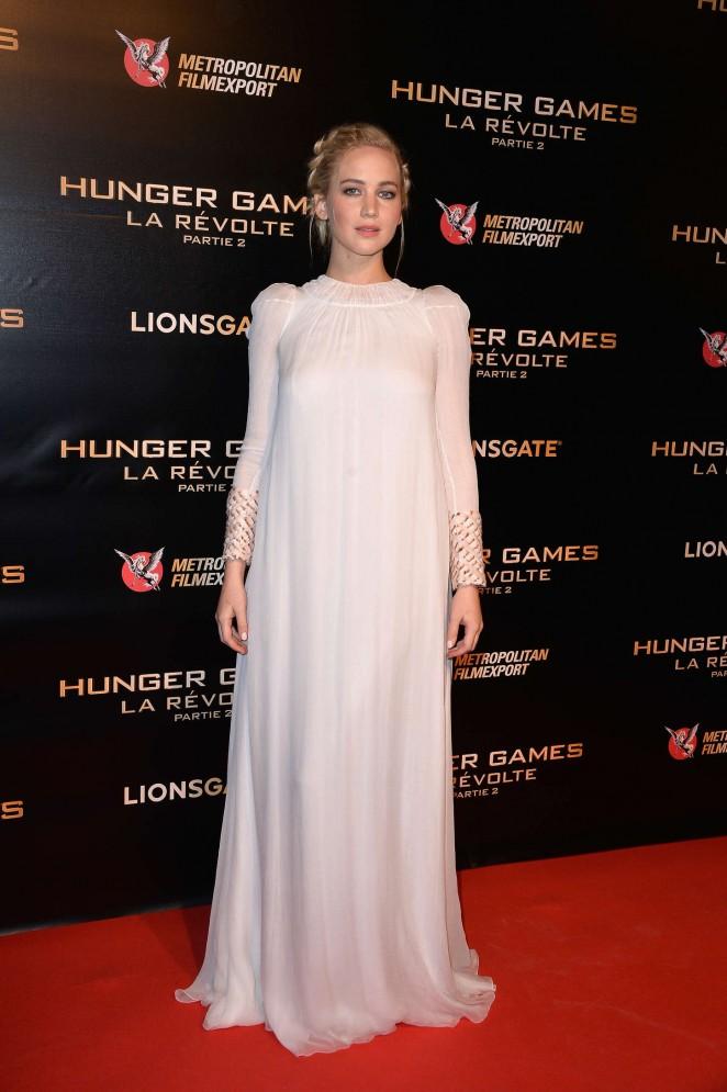 """Сойка-пересмешница: Дженнифер Лоуренс на премьере """"Голодных игр"""" в кутюрных платьях Dior"""