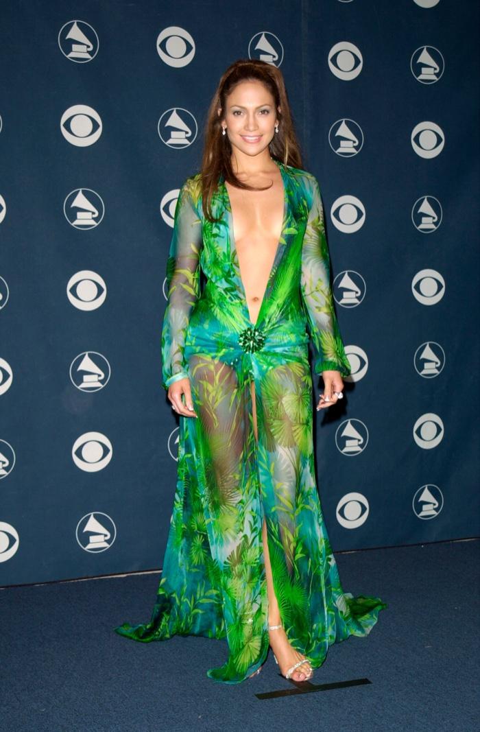 Как это было: лучшие наряды Дженнифер Лопес на церемониях с 2000 года и по сей день