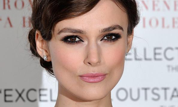 5 способов повторить макияж Киры Найтли для карих глаз