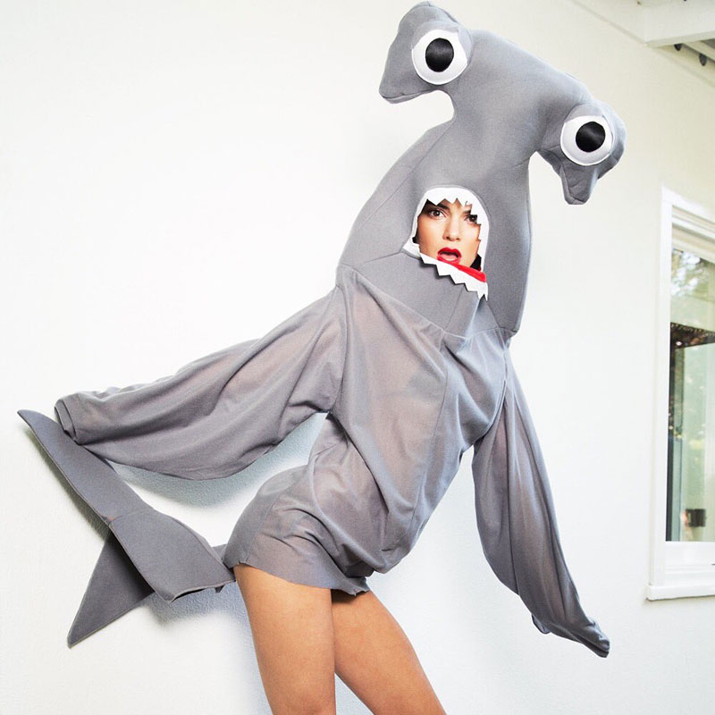Зубастая девочка: Кендалл Дженнер снялась в костюме… секси-акулы