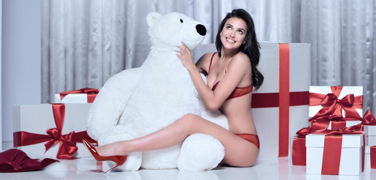 Ирина Шейк снялась в рождественской рекламе Intimissimi (ФОТО)