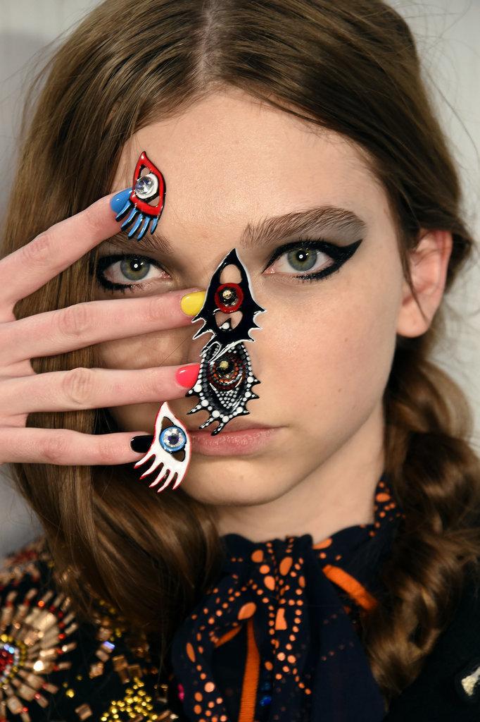 Из огня да в полымя: маникюр на 8 марта по мотивам Недели моды в Нью-Йорке