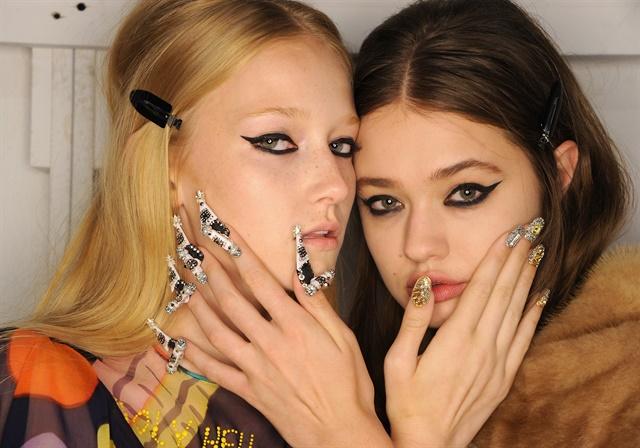 CND создал 25 уникальных дизайнов ногтей для показа модного бренда (ФОТО)
