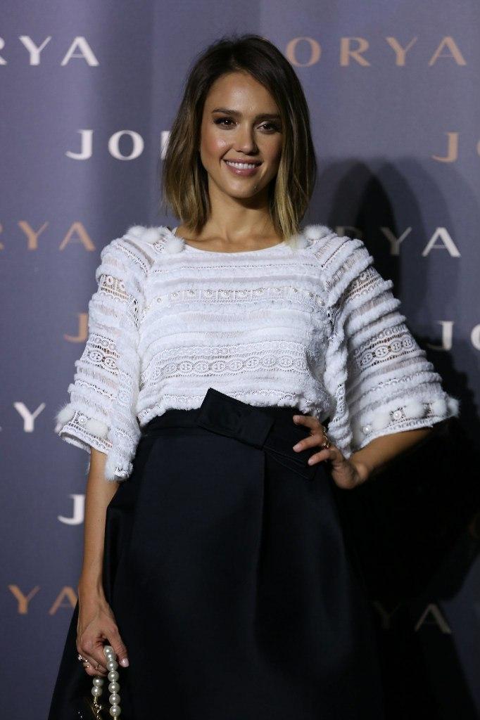 Фотофакт: милая Джессика Альба продемонстрировала роскошный наряд