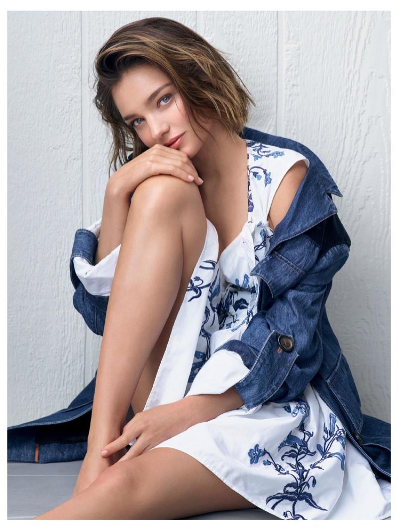 Миранда Керр позирует в уютных образах в новой фотосессии фото
