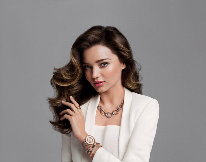 Миранда Керр похвасталась роскошными локонами и дорогими украшениями от Swavorski
