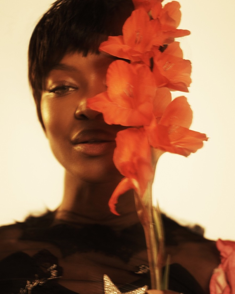 Наоми Кэмпбелл с новой стрижкой снялась для обложки журнала Paper (ФОТО)