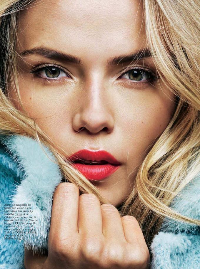 Наташа Поли вдохновляет женственным макияжем