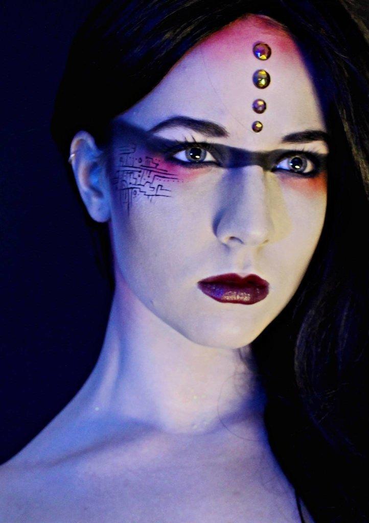 оригинальные варианты неонового макияжа на Хэллоуин