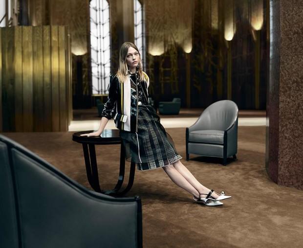 Ангел носит Prada: Наталья Водянова в весенней кампании бренда фото