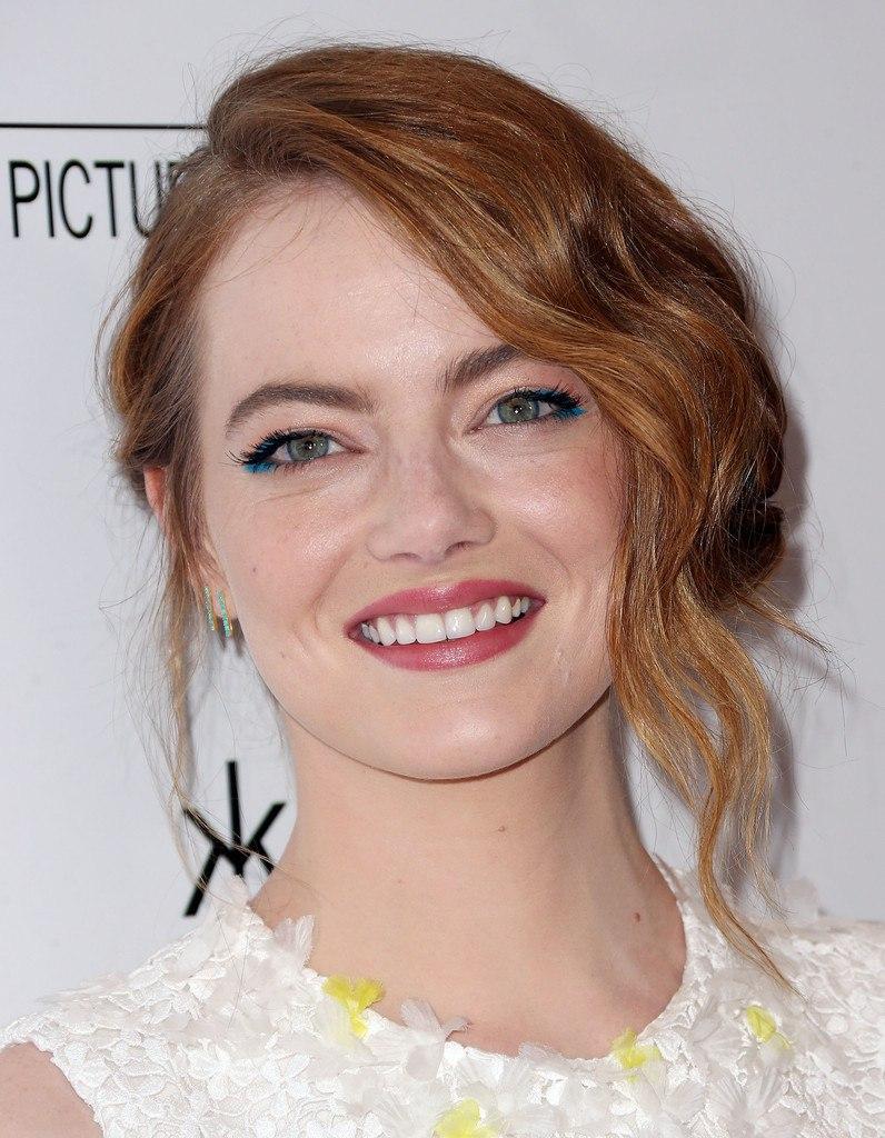 Голубой лайнер для глаз - новый тренд среди голливудских красавиц