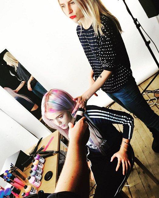 Радужные корни: новый тренд разноцветного окрашивания волос