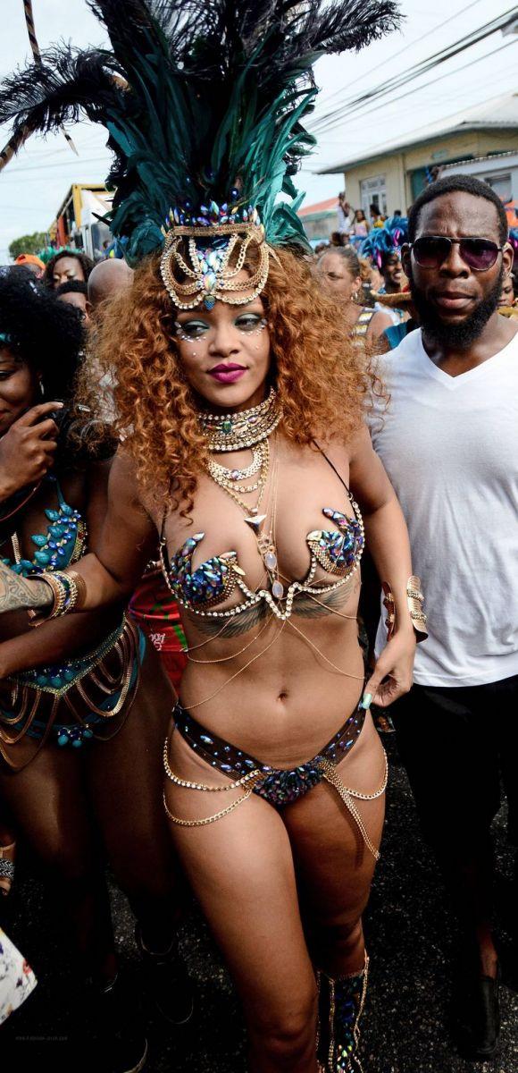 Мисс целлюлит: Рианна шокировала обнаженным телом на фестивале