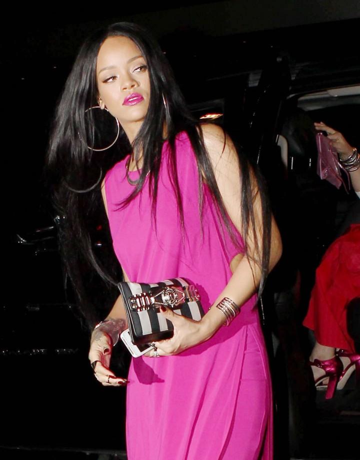 5 новых сногсшибательных образов красавицы Рианны