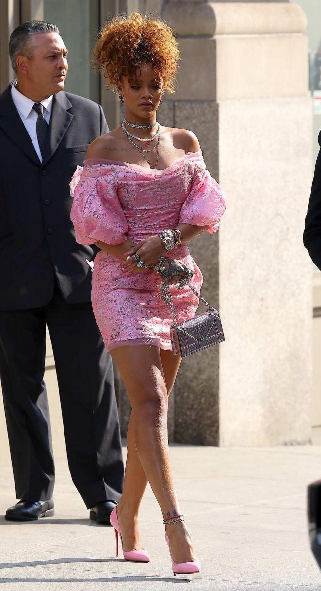 Кукла Барби: Рианна представила новый аромат RiRi фото