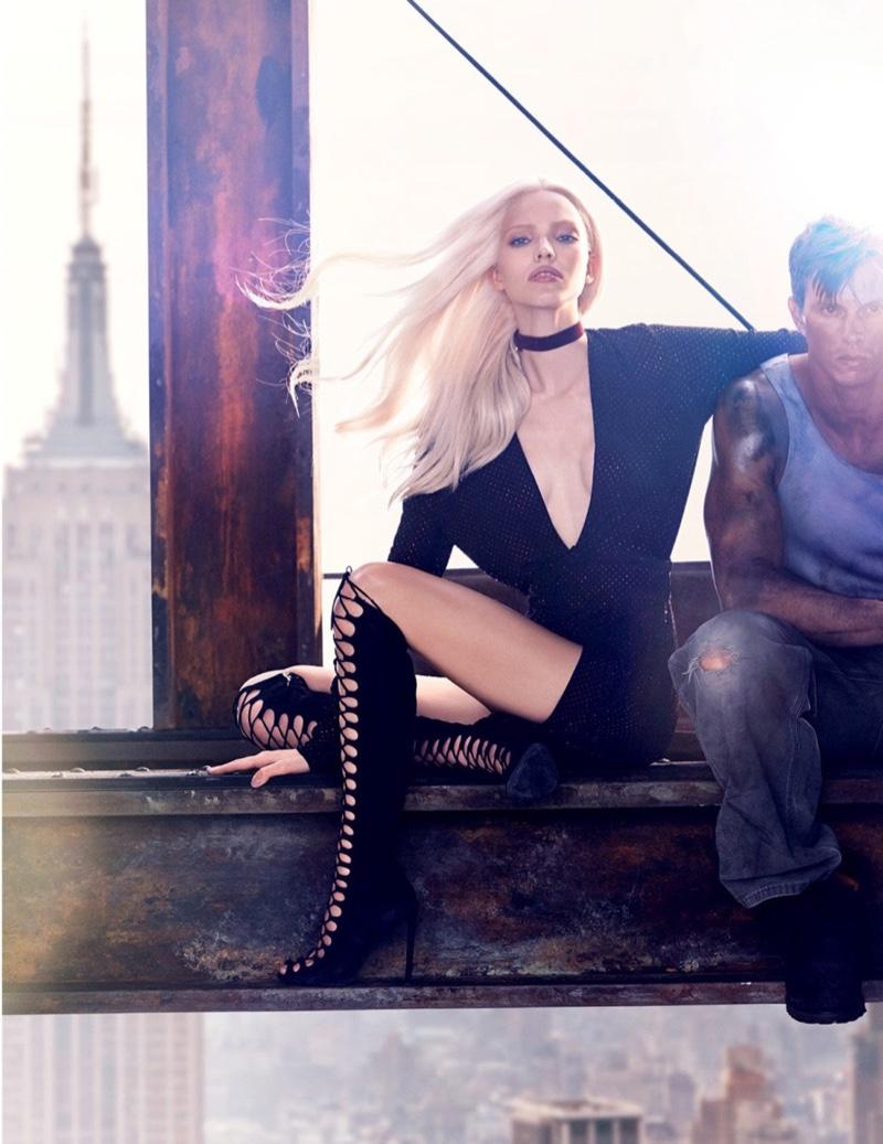 На верхотуре: Саша Лусс на опасной высоте в фотосессии для Vogue